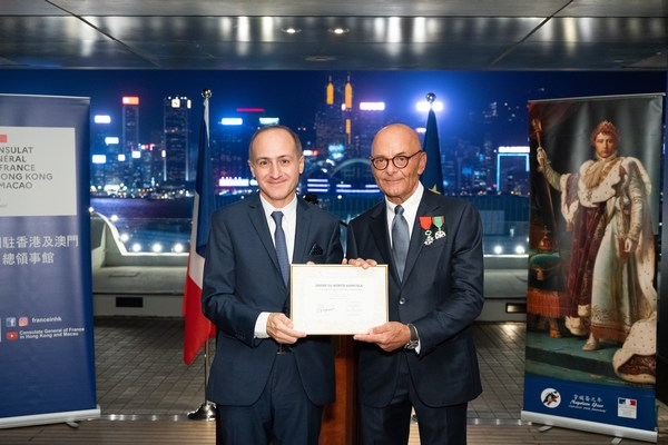 HSH Chief Operating Officer, Mr Peter Borer (right), receives the Chevalier dans l'Ordre du Mérite Agricole from the Consul General of France to Hong Kong and Macau, Mr Alexandre Giorgini